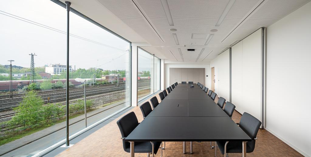Viel Platz und Licht bieten die Besprechungsräume über dem Empfangsgebäude.