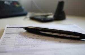 """Der """"filmende Stift"""" sieht aus wie ein Füller mit Kugelschreibermine – und liegt auch so in der Hand."""