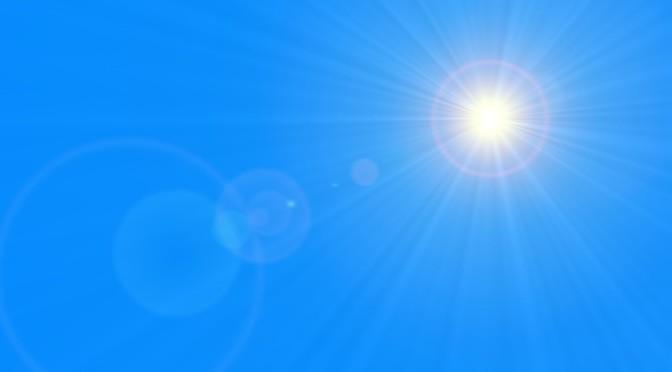 Sonne am Himmel und Linsenreflektion mit Textfreiraum z.B. fr Karte, Flyer oder Plakat