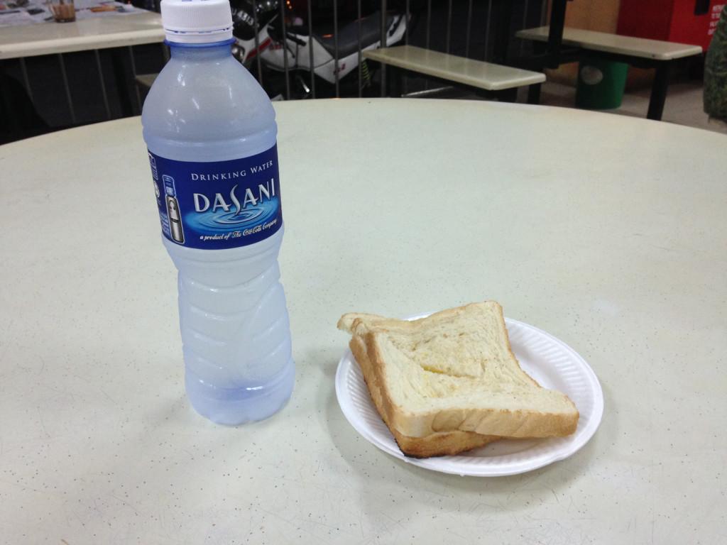 wasserflasche-und-toast